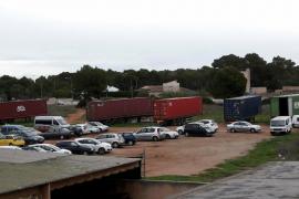Denuncian la instalación de «un polígono ilegal» en un solar privado del Arenal