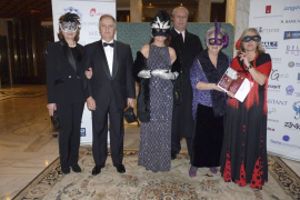 Fiesta de disfraces con fines solidarios en el hotel Valparaíso organizado por clubes rotarios