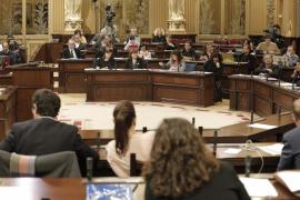 El Parlament balear pide rebajar la jubilación a 65 años y que se garanticen las pensiones
