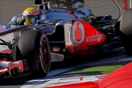 Hamilton arranca con fuerza en el templo de Ferrari