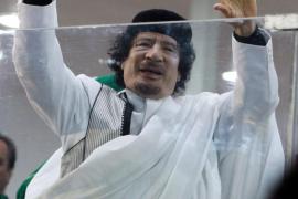 Interpol emite una orden de detención contra el «fugitivo» Gadafi