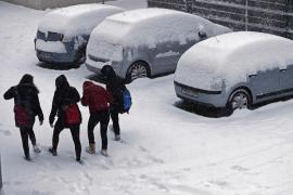 La nieve colapsa carreteras y compromete la circulación en la mitad norte de la península