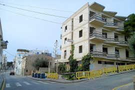 Luz verde al fin al derribo del hotel Portopetro tras años de abandono y decadencia