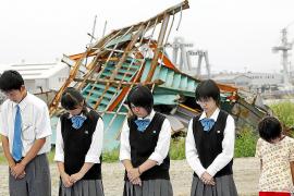 Japón recuerda la tragedia nuclear de la central de Fukushima, medio año después