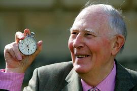 Muere Roger Bannister, el primer atleta que logró terminar la milla en menos de 4 minutos