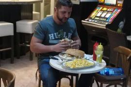 Reto conseguido: comerse una hamburguesa gigante de dos kilos en 36 minutos y 59 segundos