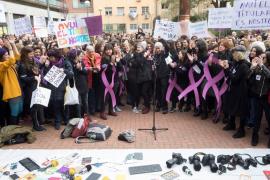 Más de un millar de periodistas se concentran contra la «injusticia laboral»