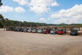 La amenaza de cierre del 'parking' de Cala Agulla augura el colapso del área natural