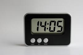 El conflicto de Serbia y Kosovo retrasa los relojes eléctricos en Europa
