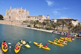 200 mujeres piragüistas se concentran en Palma para apoyar el deporte femenino
