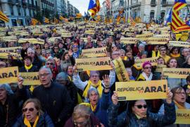 Miles de personas se manifiestan a favor de la República Catalana