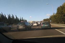 Varios coches implicados en un accidente en la Vía de Cintura de Palma