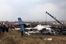 Al menos 40 muertos en accidente de avión en Katmandú
