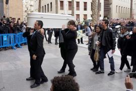 Miles de personas despiden al pequeño Gabriel en un funeral en la Catedral de Almería