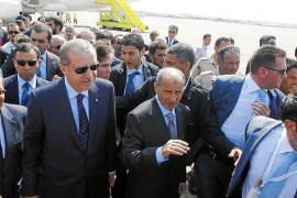 Erdogán hace en Libia una llamada en apoyo de las revoluciones árabes