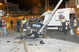 Un coche de policía sufre un accidente cuando se dirigía a un servicio en Palma