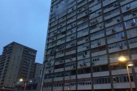 Un aparatoso incendio obliga a desalojar más de 150 viviendas en Madrid