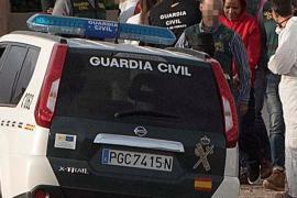 Un grupo de personas se concentra en los juzgados gritando «asesina» a Ana Julia Quezada