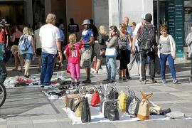 Los comerciantes temen que crezca la venta ambulante ilegal