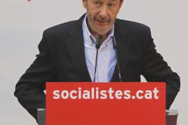 Rubalcaba defiende el modelo lingüístico catalán ante «pirómanos» como Rajoy