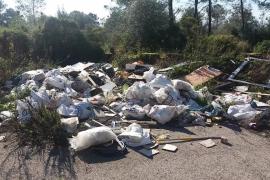 Sanciones por un vertido incontrolado de residuos en un solar de Puntiró