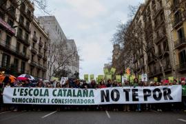 Unas 8.000 personas marchan en Barcelona en defensa de la inmersión lingüística