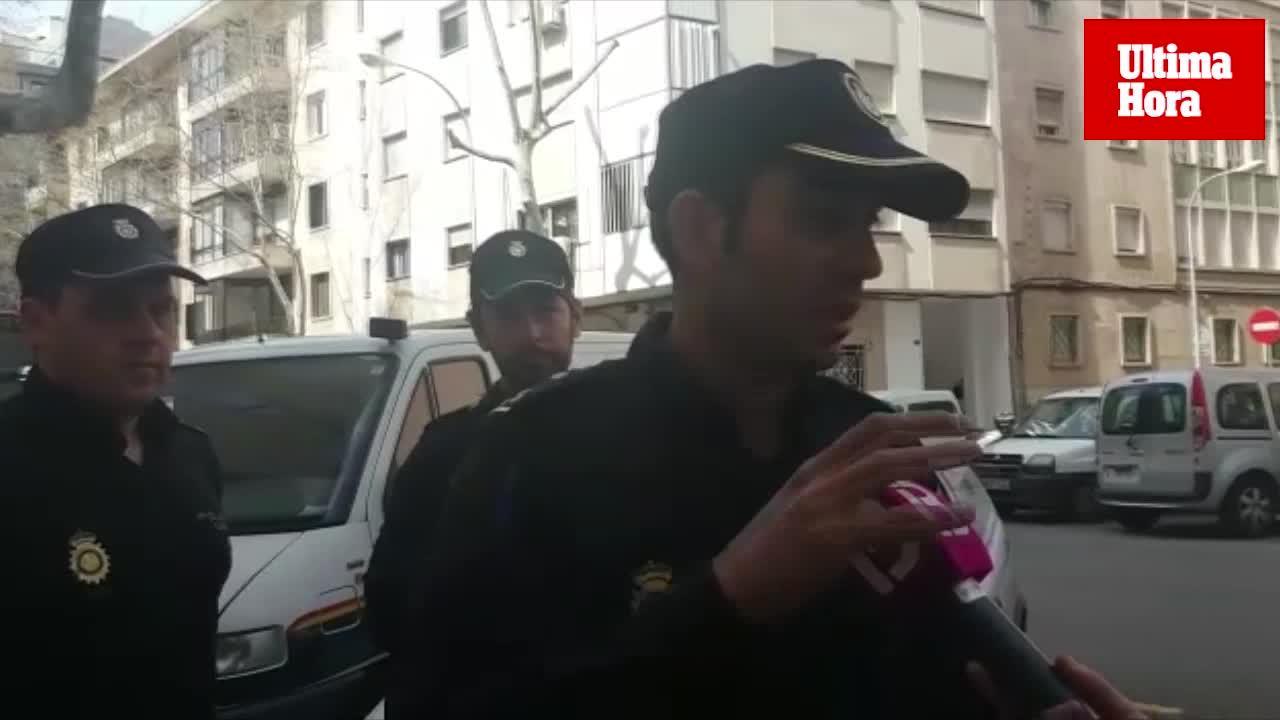 Agentes de la Policía Nacional evitan que una joven de 18 años se lance desde un sexto piso