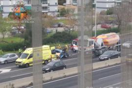 Un camión y dos vehículos implicados en un accidente en la Vía de Cintura