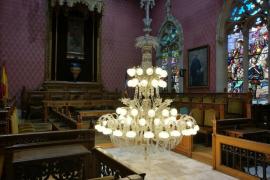 El Consell de Mallorca limpiará y restaurará la lámpara del salón de plenos