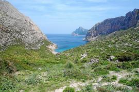 Ternelles abre la vía para frenar el uso público en otros caminos de la Serra que llevan al mar