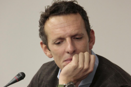 El periodista Joaquín Prat, visiblemente afectado por el asesinato de los niños de Getafe