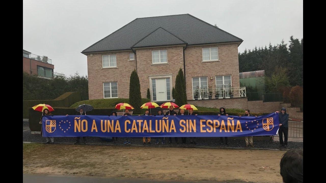 Albert Boadella lleva Tabarnia a las puertas de la casa de Puigdemont en Bélgica