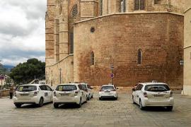 Una sentencia prohibe que los taxis estacionen en la calle Mirador