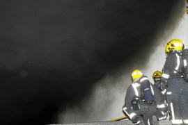 Un incendio declarado a medianoche en un garaje de un edificio en Palma provoca el pánico