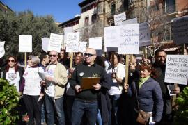 Unos 250 trabajadores de Megapark se concentran ante el Ayuntamiento de Palma