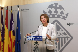 Marga Durán critica la «incoherencia» de Cort al prorrogar el contrato de la ORA