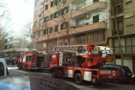Los bomberos extinguen un pequeño incendio en Vía Argentina de Palma