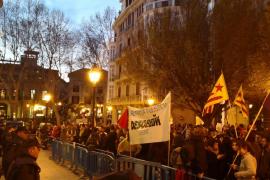 Unas 400 personas se concentran en Palma para pedir la «libertad» de «los presos políticos»
