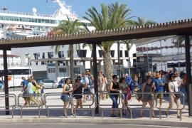 Madrid advierte que la subida de la ecotasa para los cruceros y la carrera profesional pueden ser ilegales
