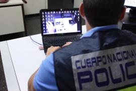 La Policía Nacional detiene a un «ciberacosador» de 73 años que simulaba ser un joven universitario en Internet