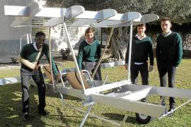 Alumnos del Aixa-Llaüt construyen un avión en colaboración con Aviación en las Aulas que despegará en junio