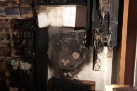 Un incendio calcina una emblemática mercería con 40 años de historia