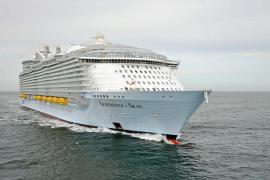 La llegada del mayor crucero del mundo reactiva la lucha contra la masificación