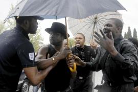 El entierro del Efosa Okosun acaba a golpes e insultos entre algunos asistentes
