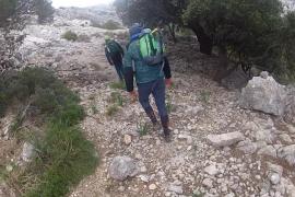 Rescatan a un excursionista tras pasar la noche perdido en la montaña