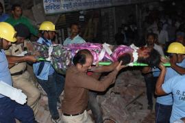 Diez muertos por el derrumbe de un edificio en el centro de la India
