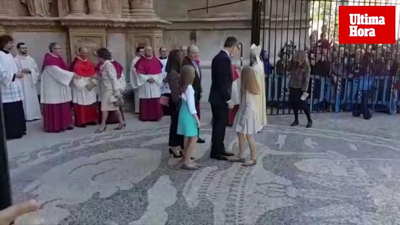Don Juan Carlos acompaña a los Reyes a la misa de Pascua en Palma