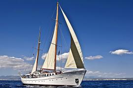 Rescatados cuatro tripulantes de un velero de época tras lanzarse al mar a 38 millas de Formentor