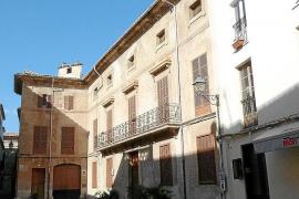 El Casal de Can Llobera, que costó 1,5 millones, pierde parte de la cubierta