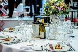 Detienen a una pareja por no pagar una cena de casi 4.000 euros